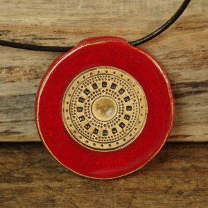 czerwień ornamentem